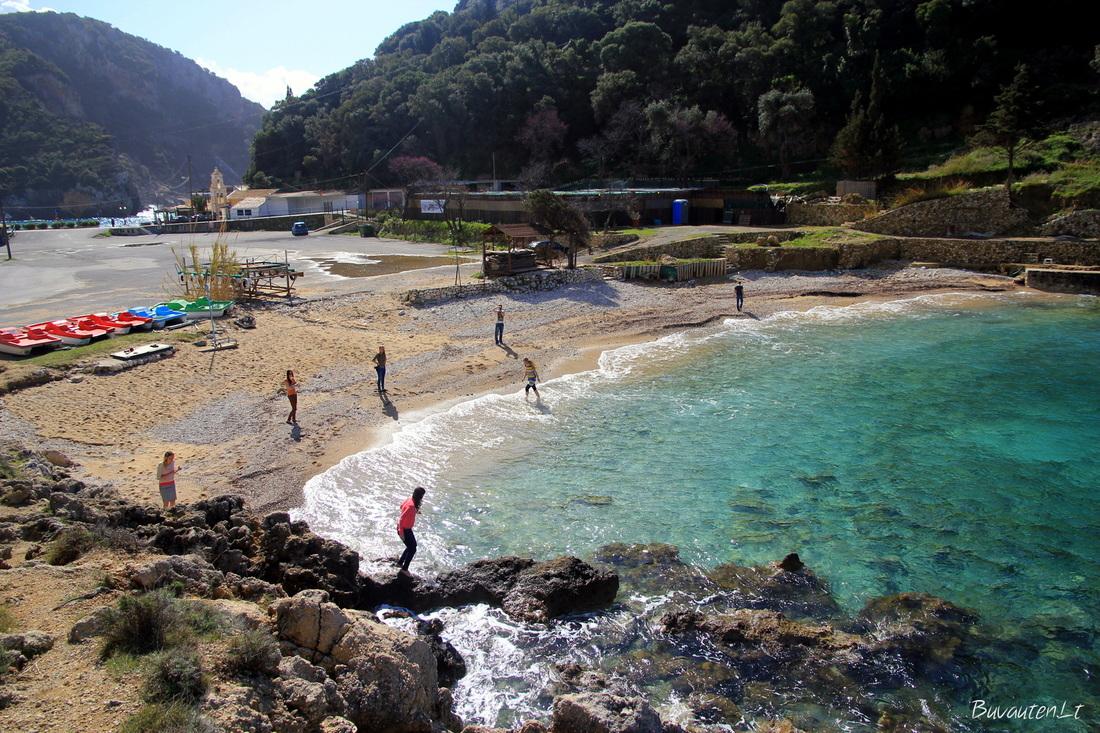 Vienas iš šešių paplūdimių Paleokastritsoje - Agios Petros