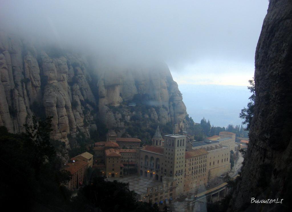 Rūkas aplink vienuolyną