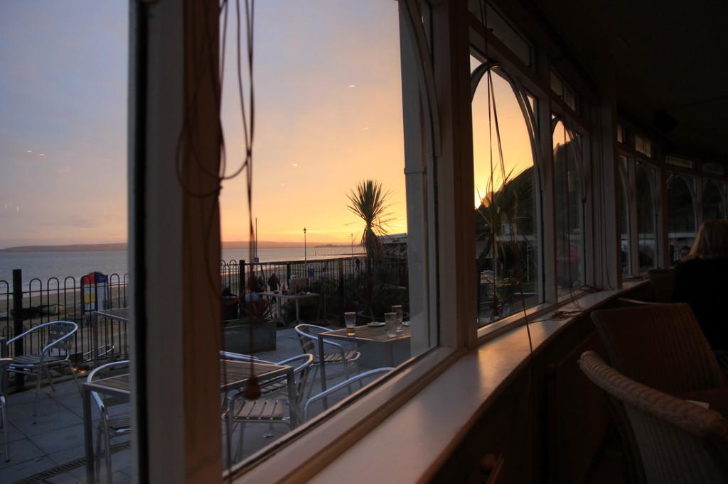 Anglijos kurorte Bournemouth restoranas Harvester - ant jūros kranto