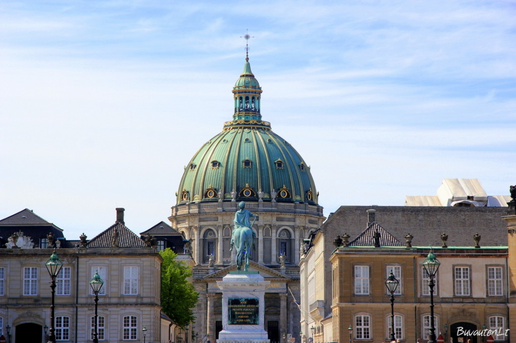 Amalienborg rūmų aikštė ir Marmurinės bažnyčios kupolas