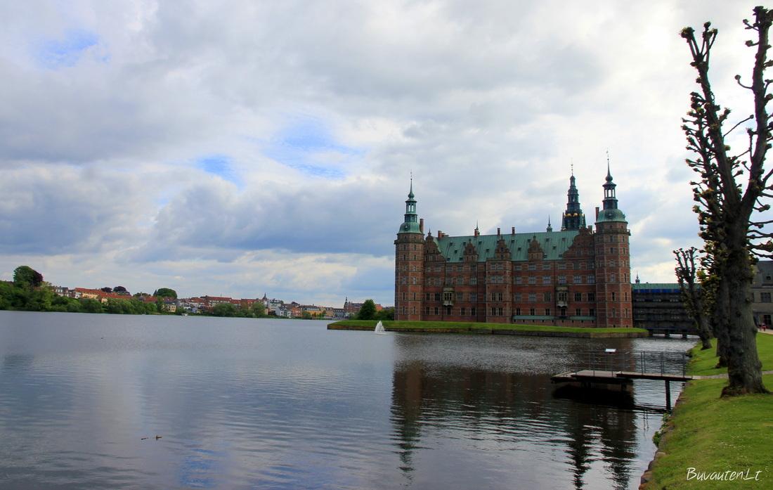 Frederiksborg pilį supa ežeras
