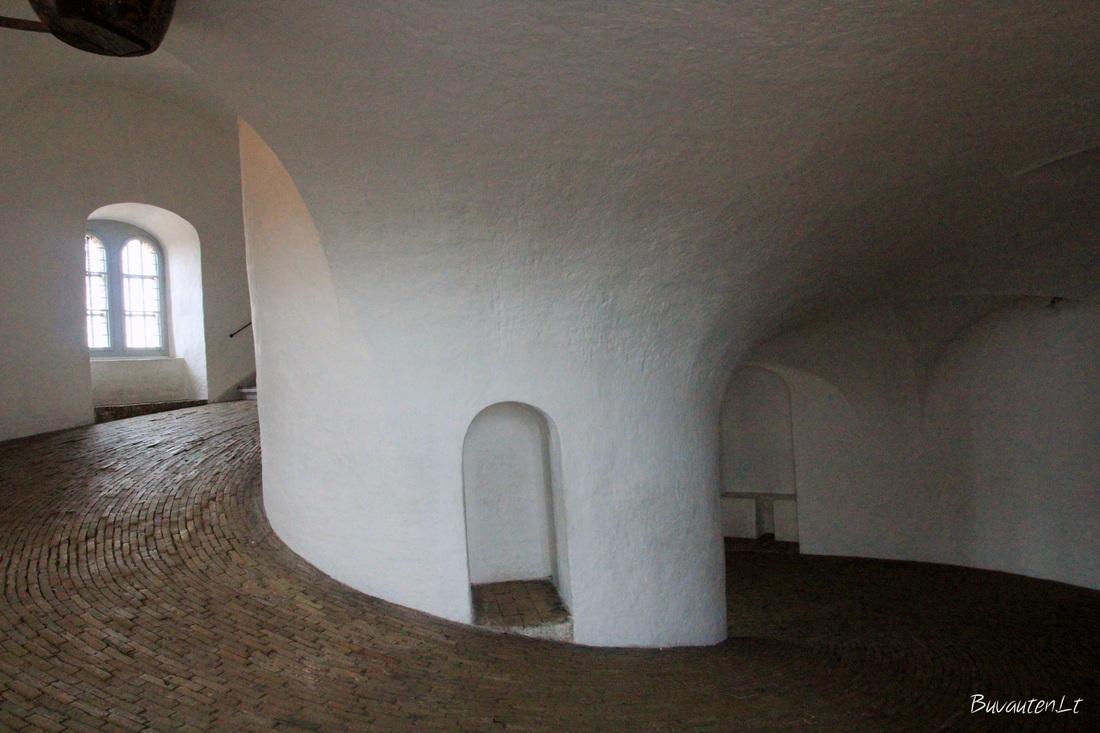 Spiralinis takas į bokštą