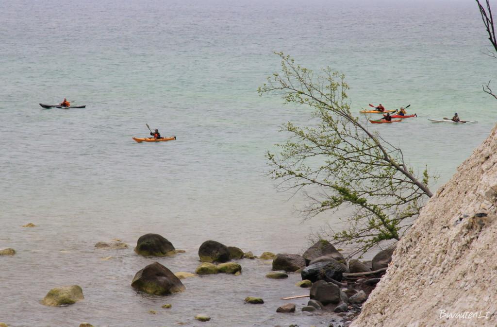 Møns saloje siūloma pramoga - pamatyti kalvas iš jūros pusės, plaukiant baidarėmis