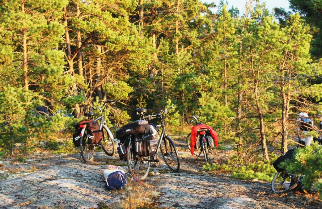 Per salyną lietuviai keliavo dviračiais