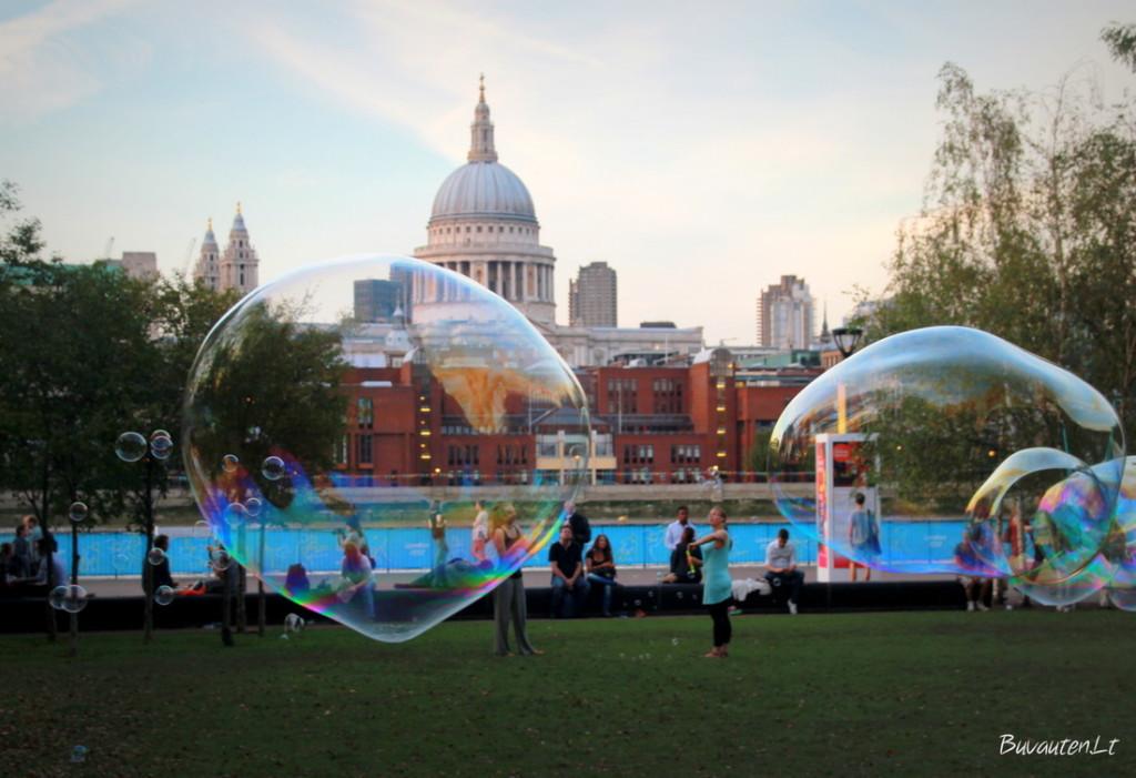 Muilo burbulai Londono centre