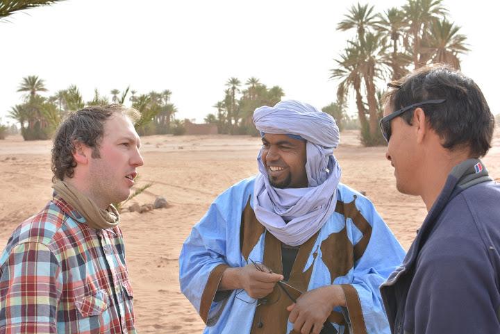 D. Kinderis bendrauja su vietiniais Maroke
