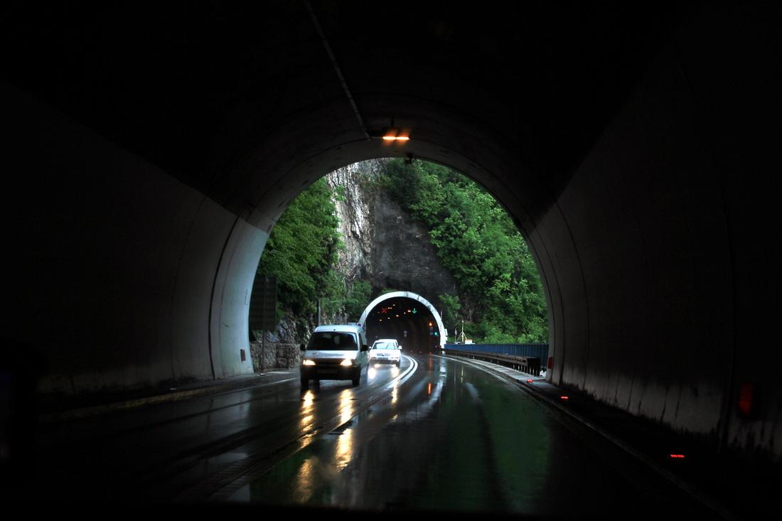 Per tunelius kalnuose link Plitvicos ežerų