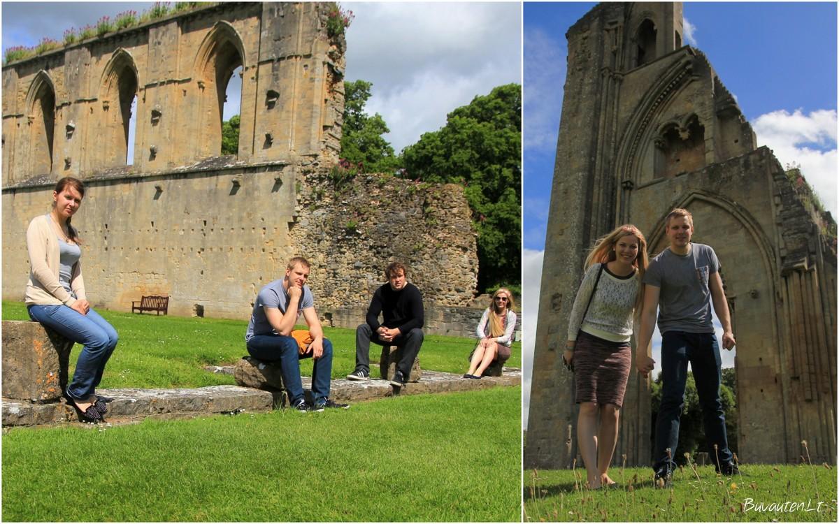 Tarp Glastonberio vienuolyno griuvėsių
