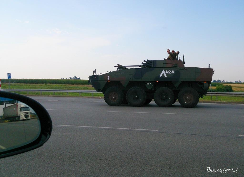 Lenkijos keliuose - tankai, fūros ir traktoriai