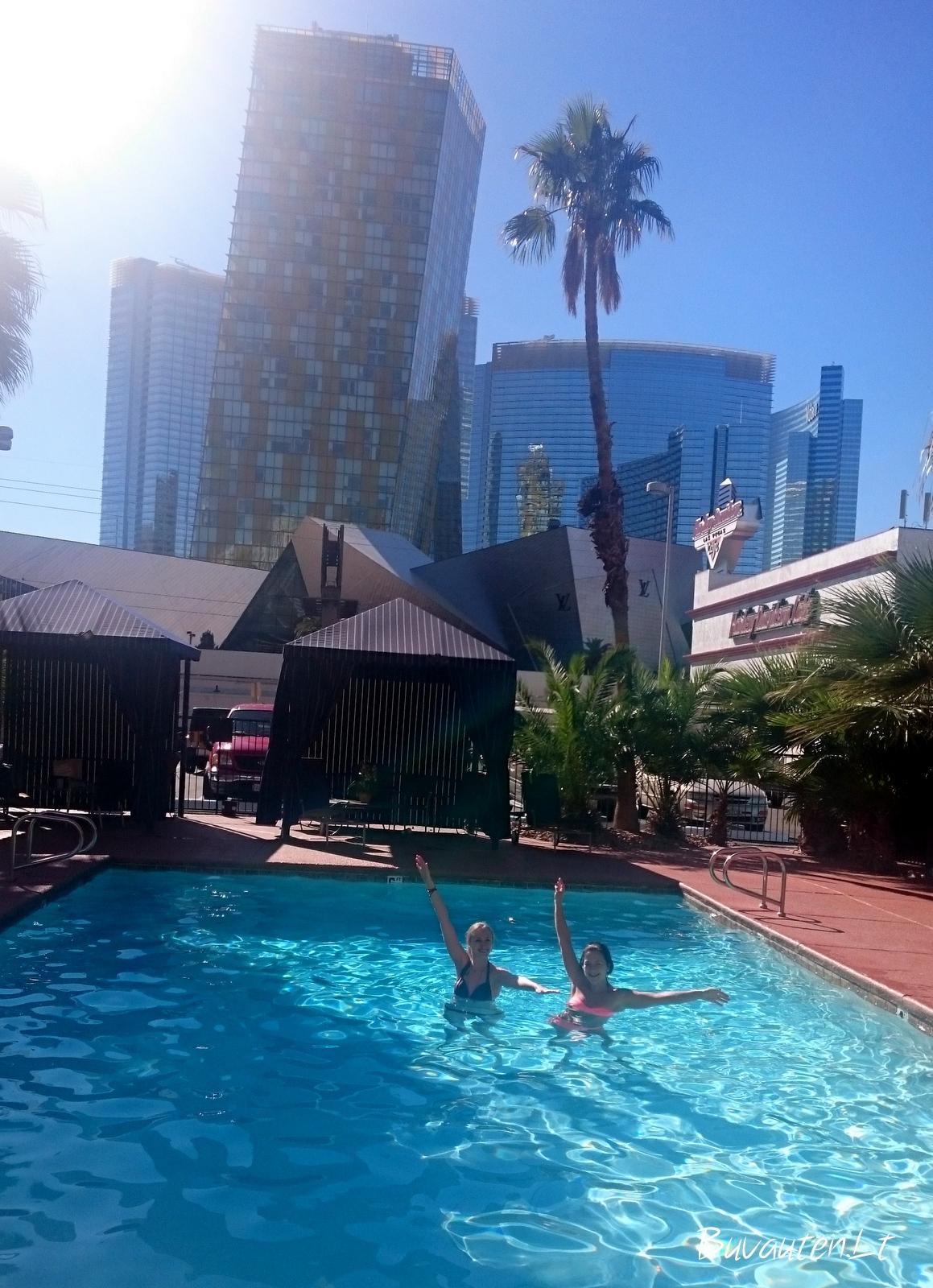 Po Las Vegaso saule