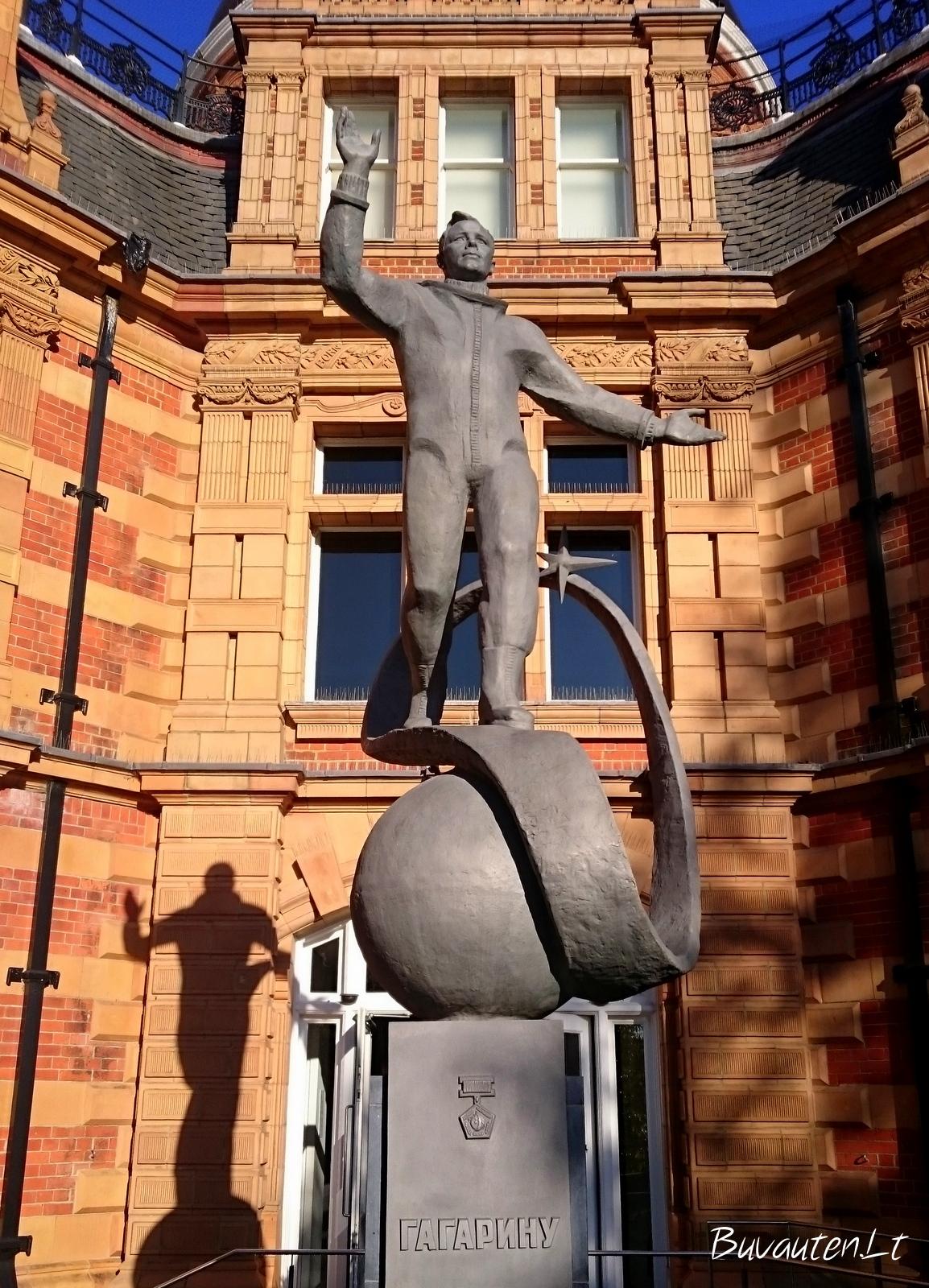Jurijaus Gagarino skulptūra šalia planetariumo