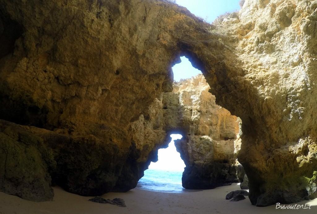 Ponta da Piedade paplūdimiai, pasiekiami tik iš jūros pusės