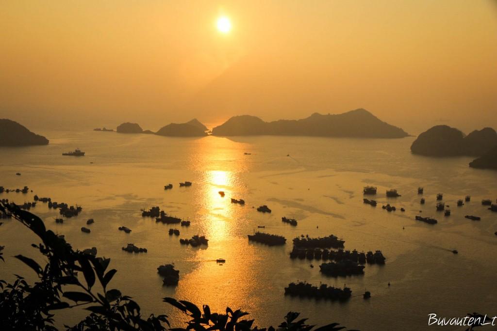 Saulėlytis Cat Ba saloje, nuo Cannon Fort