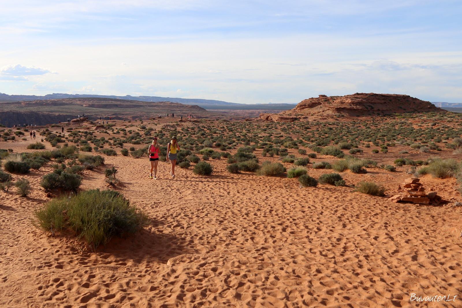 Į vieną pusę kilometrą reikia eiti per smėlį
