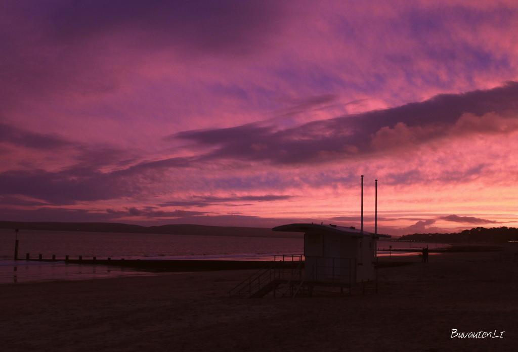 Violetinis dangus pakeitė rausvą