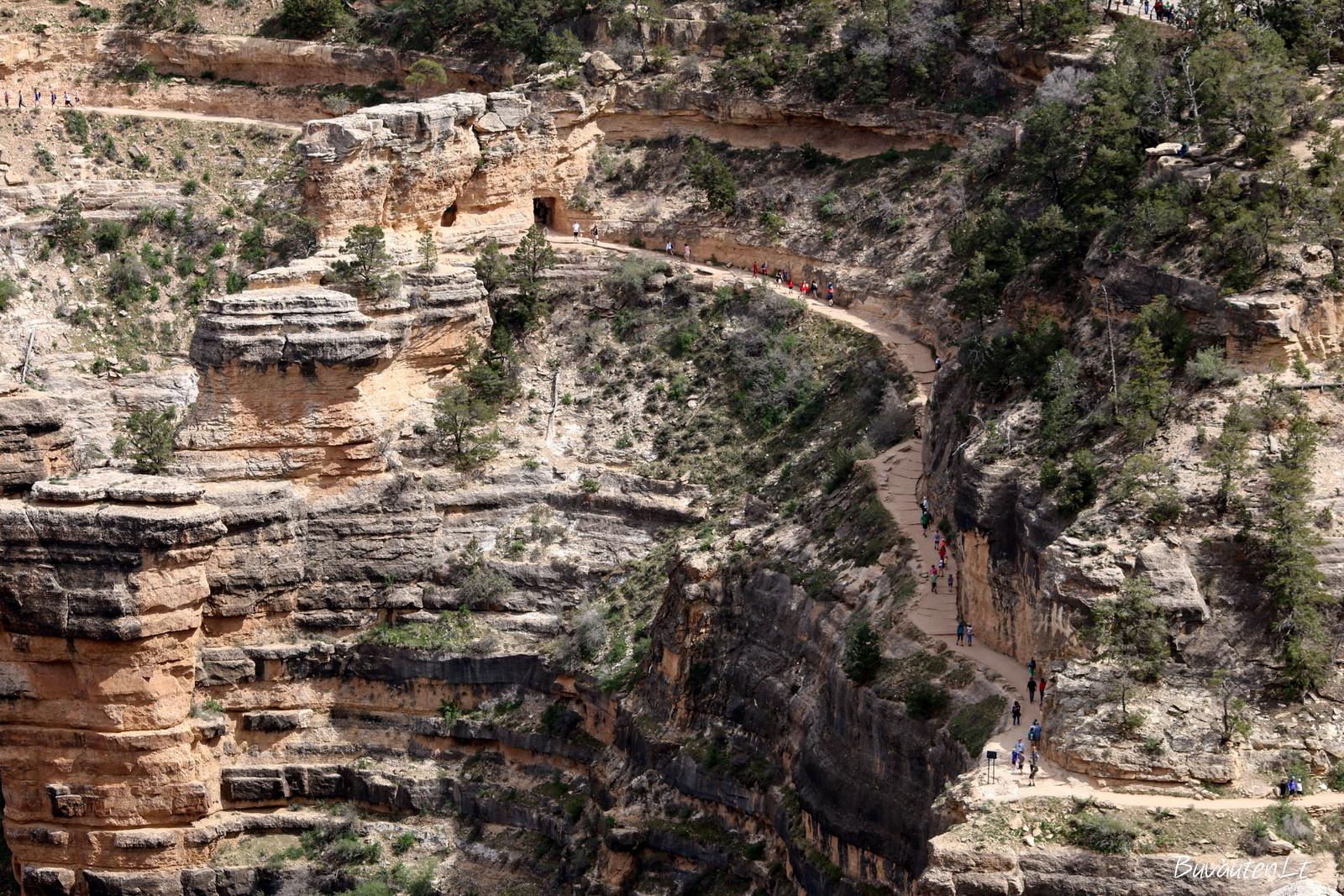 Šie žmonės leidžiasi į kanjono apačią, tokiai nuotykiui vienos dienos neužtektų