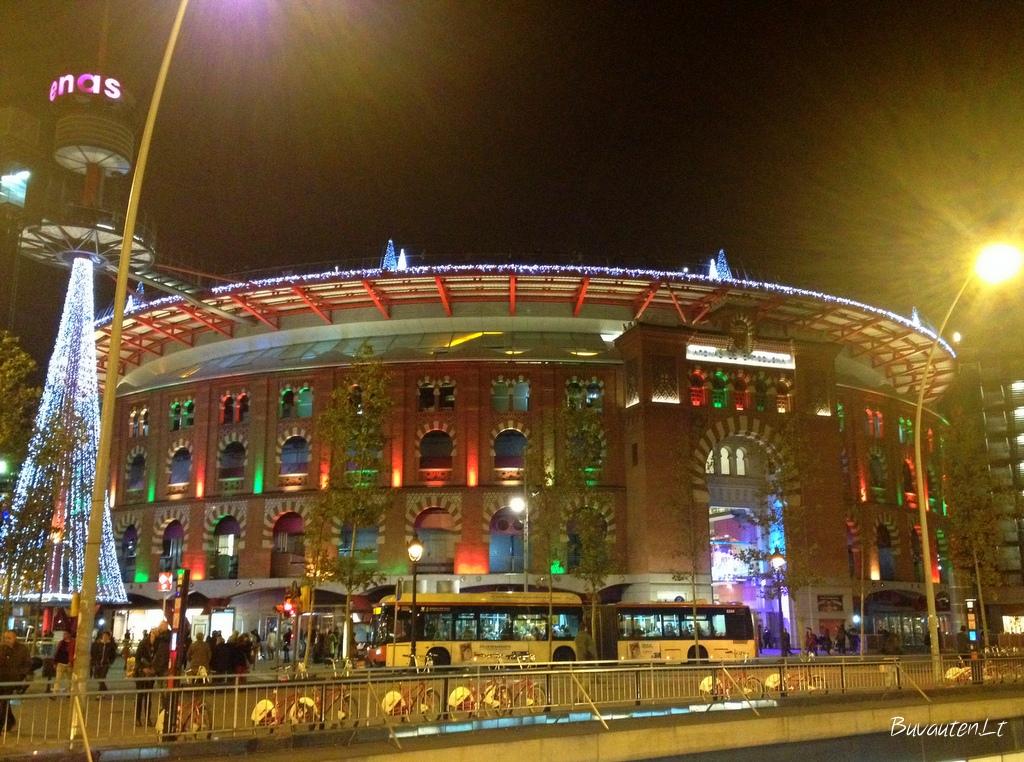 Barselonos arena - dabar prekybos ir laisvalaikio centras
