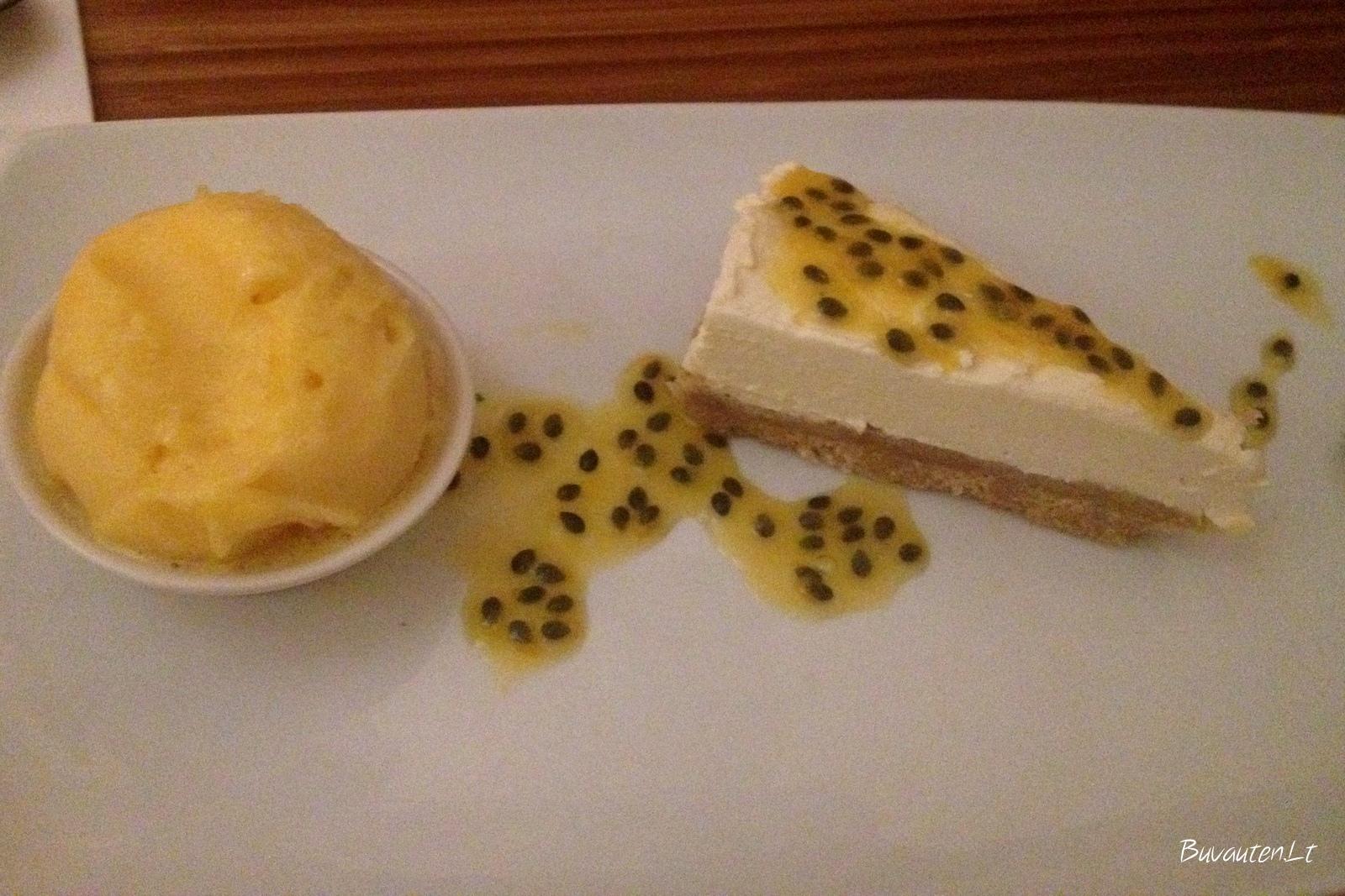 Sūrio pyragas su pasiflorų šerbetu