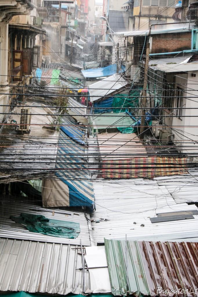 Gatvės turgaus stogai