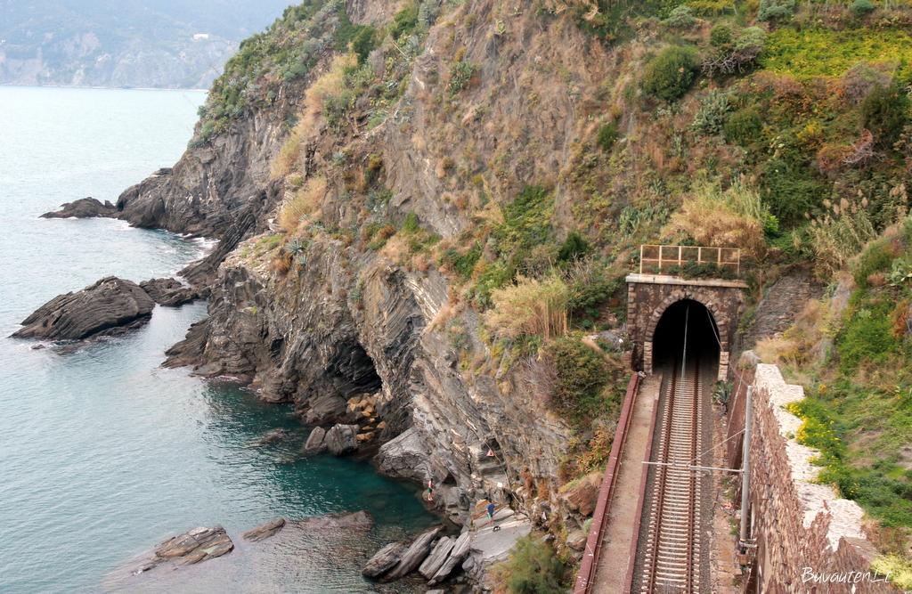 Geležinkeliai tarp kaimų
