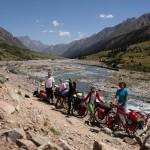Dviračiais per Kirgiziją – be civilizacijos, bet su piršlybomis