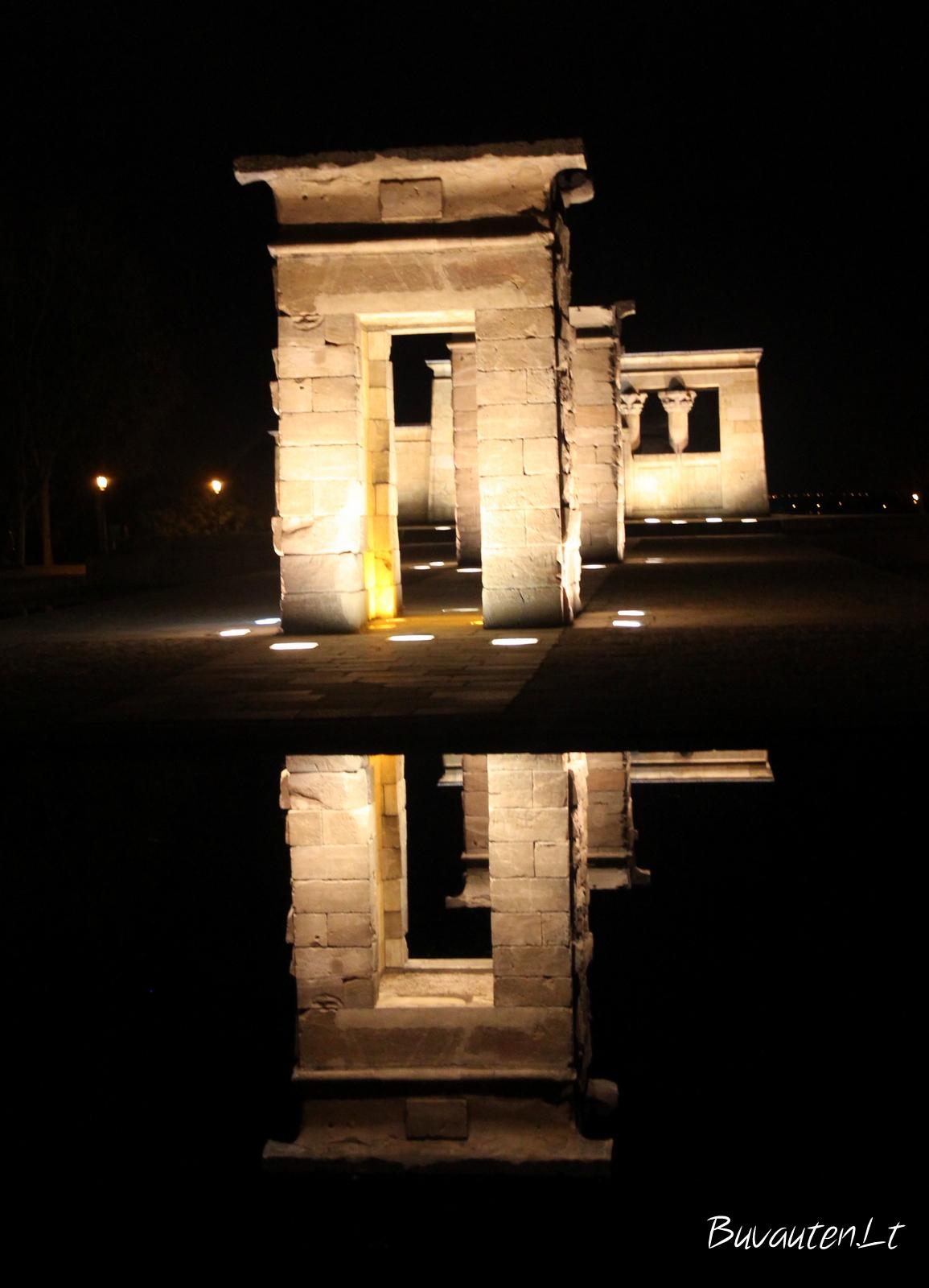 Debod šventykla naktį