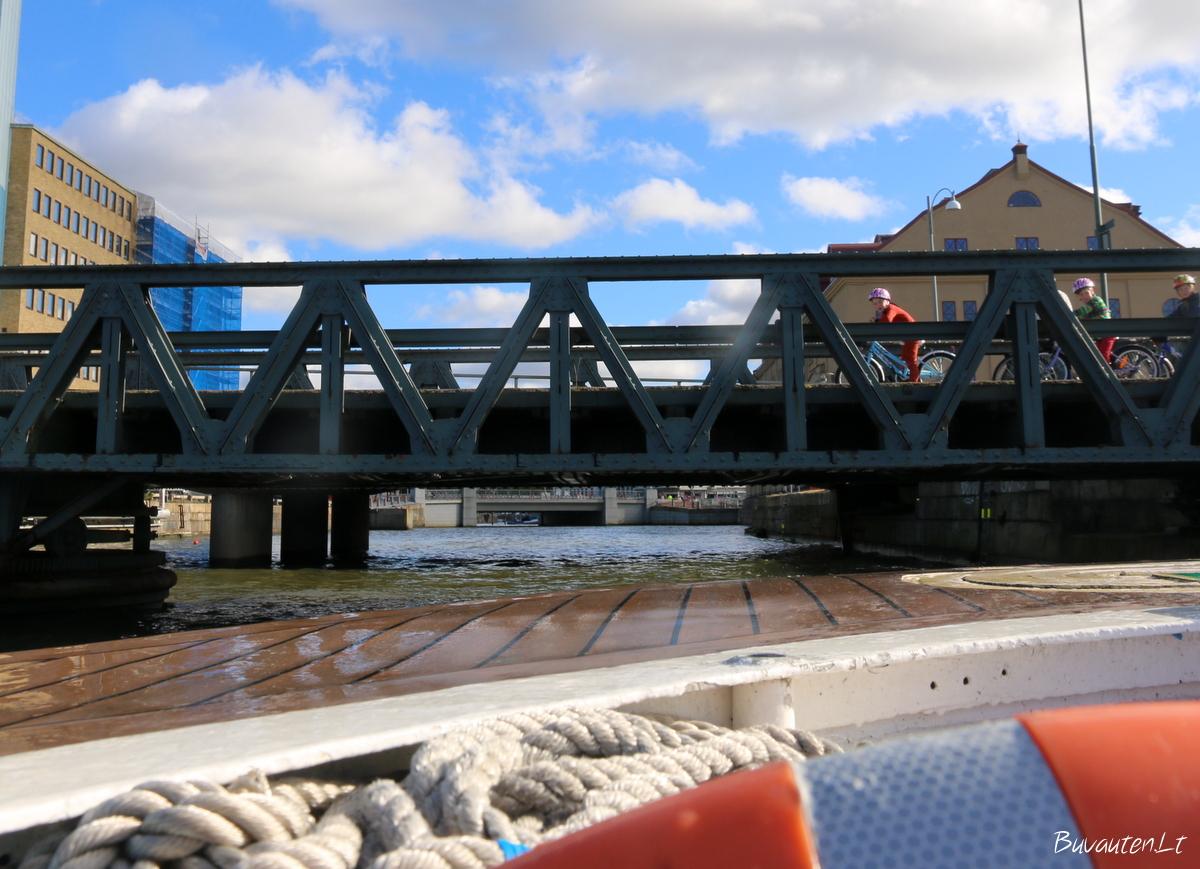 Kai kurie tiltai – itin žemi