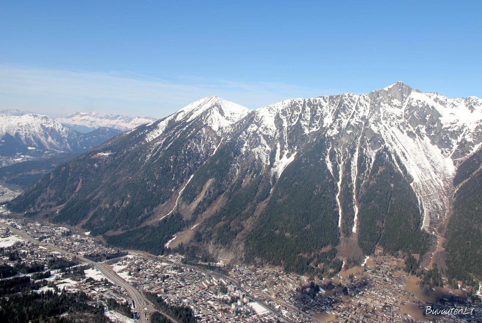 Šamoni iš viršaus kylant į Aiguille du Midi