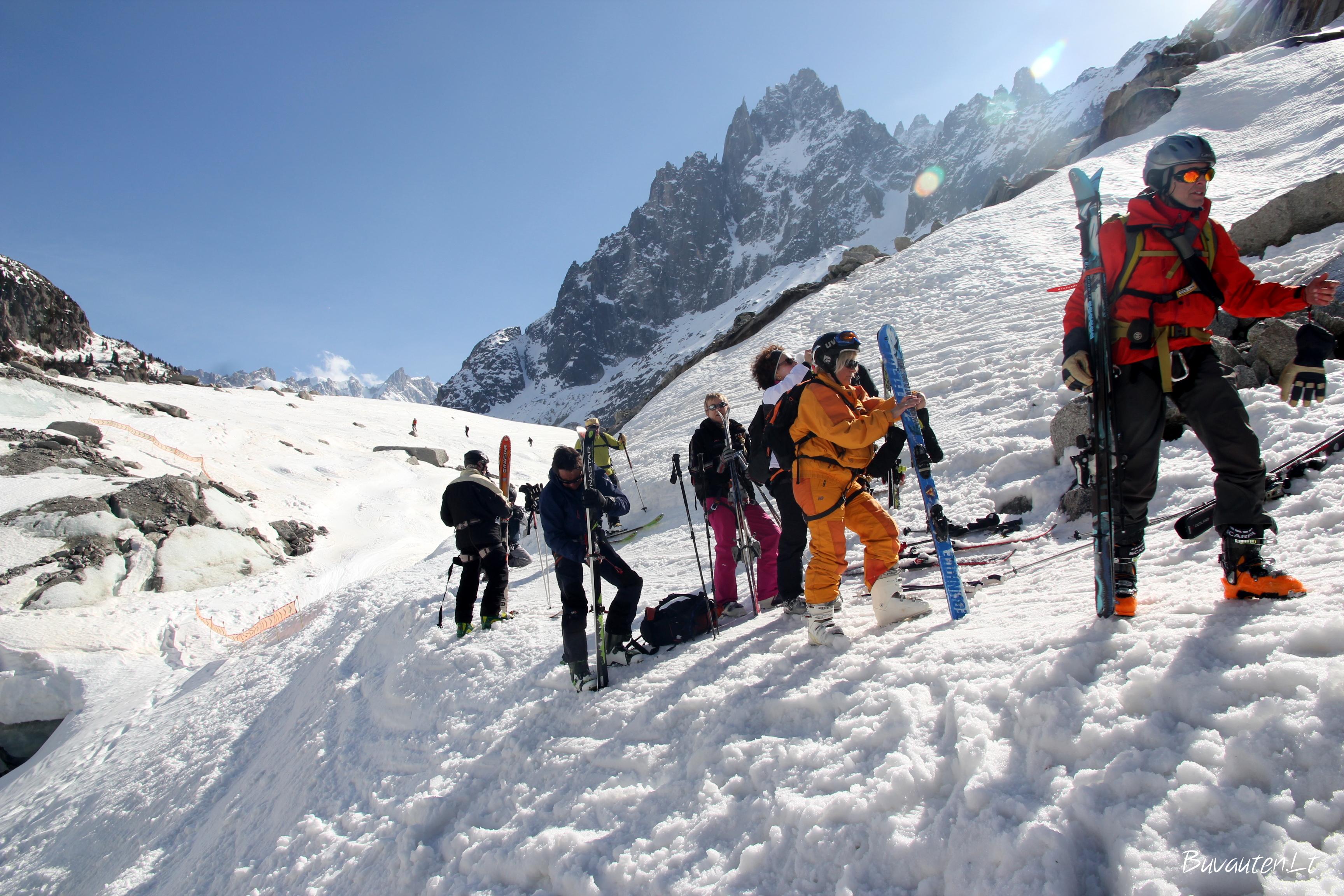Iš Baltojo slėnio sugrįžtantys slidininkai