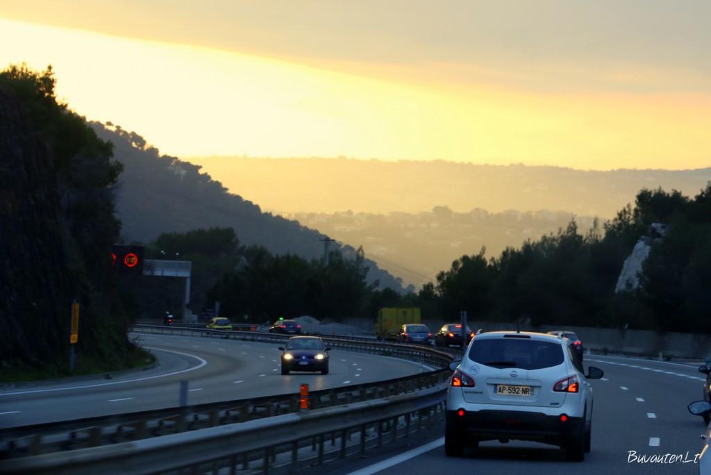 Saulėlydis kelyje