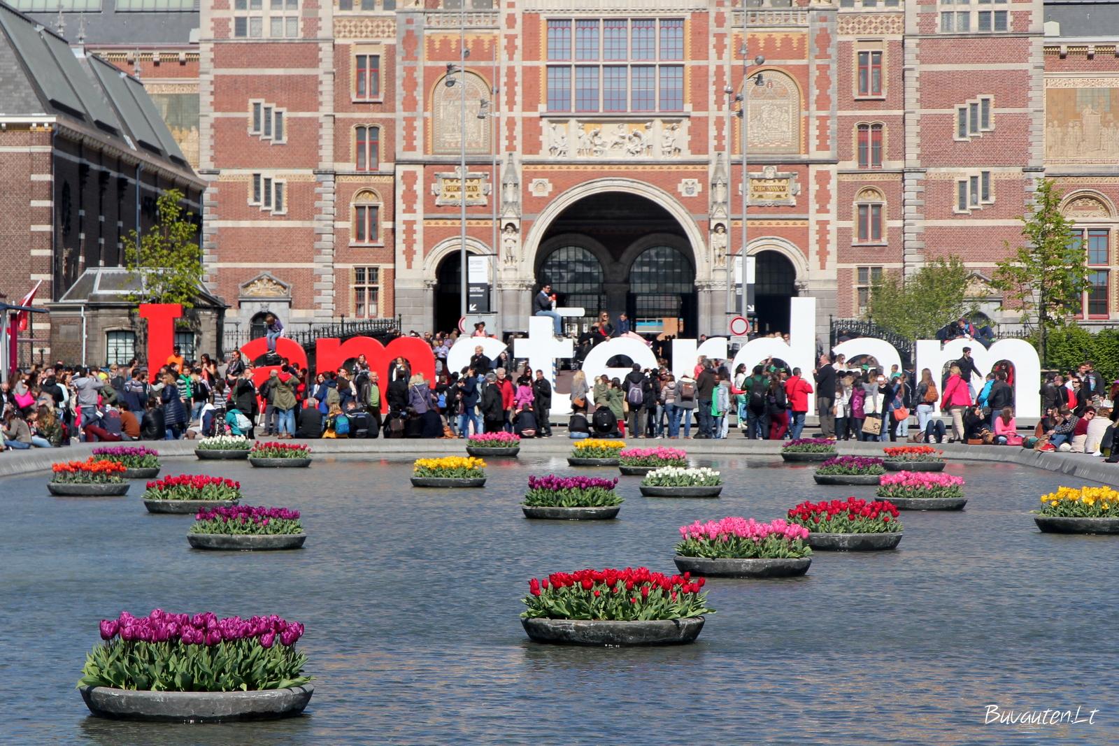 Parkas šalia Nacionalinio muziejaus Amsterdame