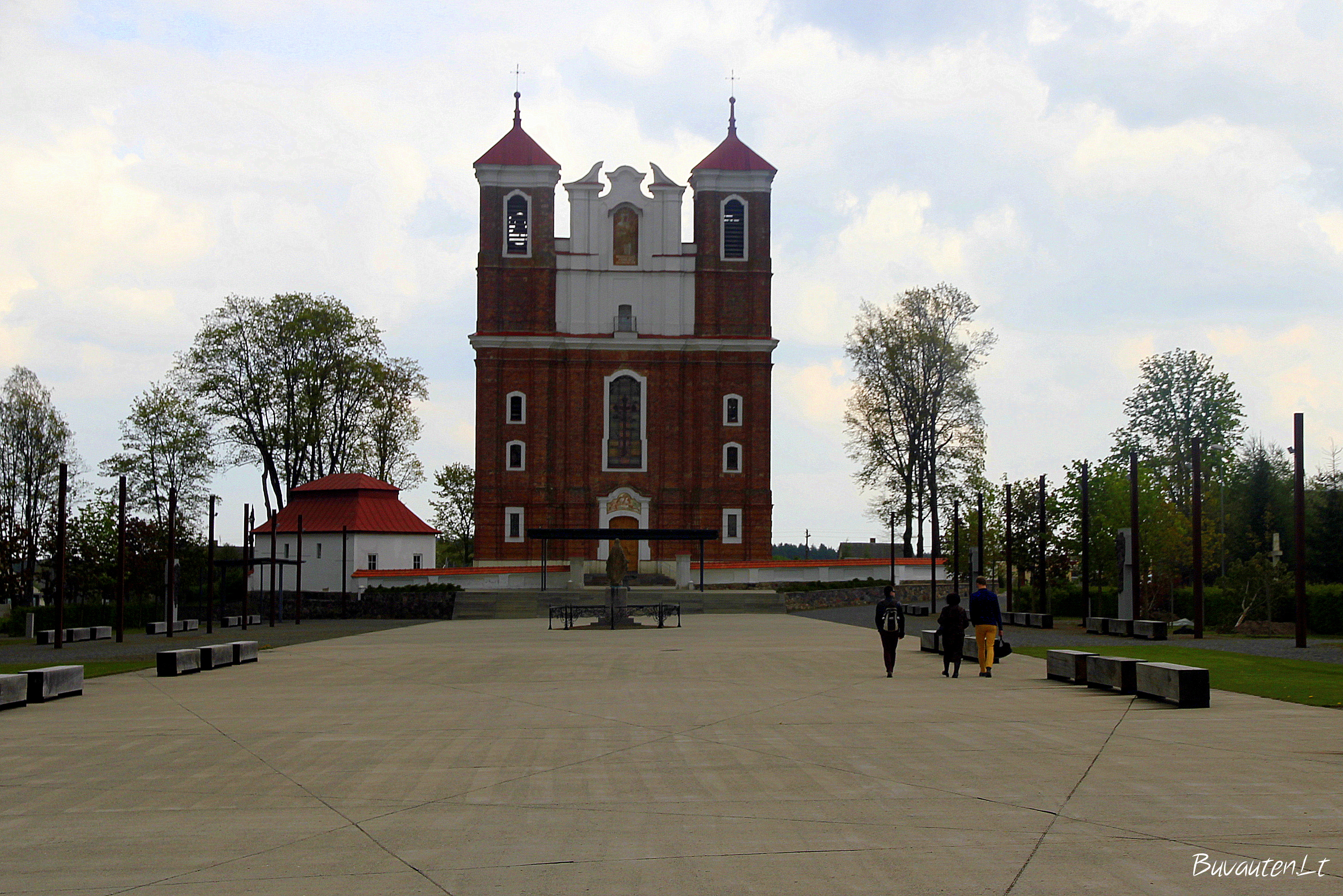 Bazilika ir aikštė
