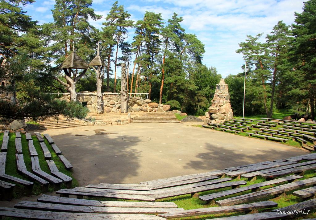 Akmenės gamtos ir kultūros parko estrada