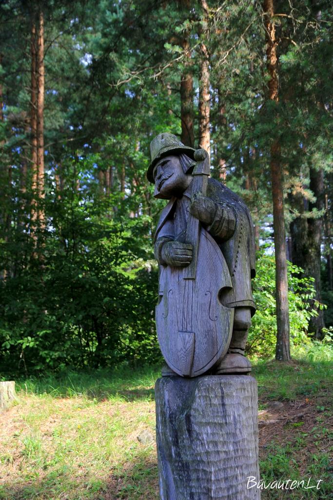 Skulptūra Akmenės pušyne
