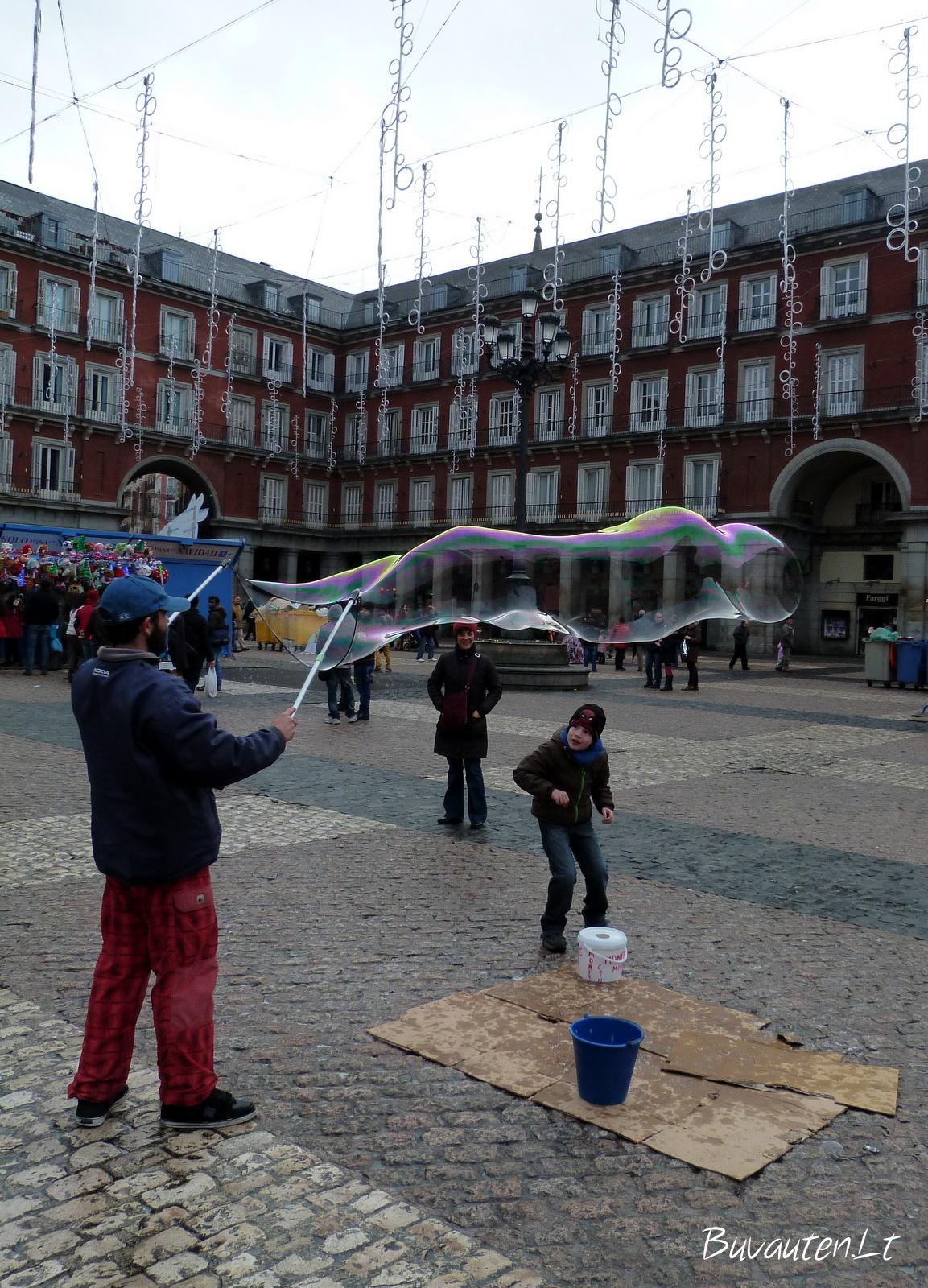 Burbulai centrinėje Madrido aikštėje