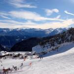 Slidinėjimas Andoroje: ir saulei šviečiant, ir per pūgas (VIDEO)