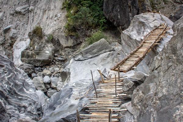 Tiltas kalnuose